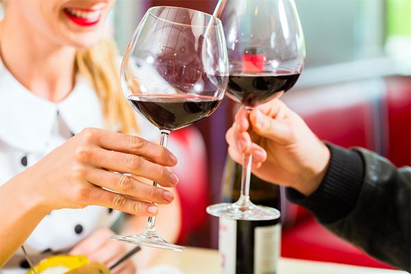 Milyen borospohár illik a vörösborhoz?