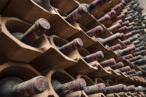 Mit tárolunk ma a borospincében?