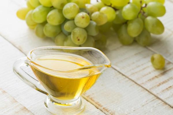 A szőlőmagolaj jó barátja az egészséges bőrnek.